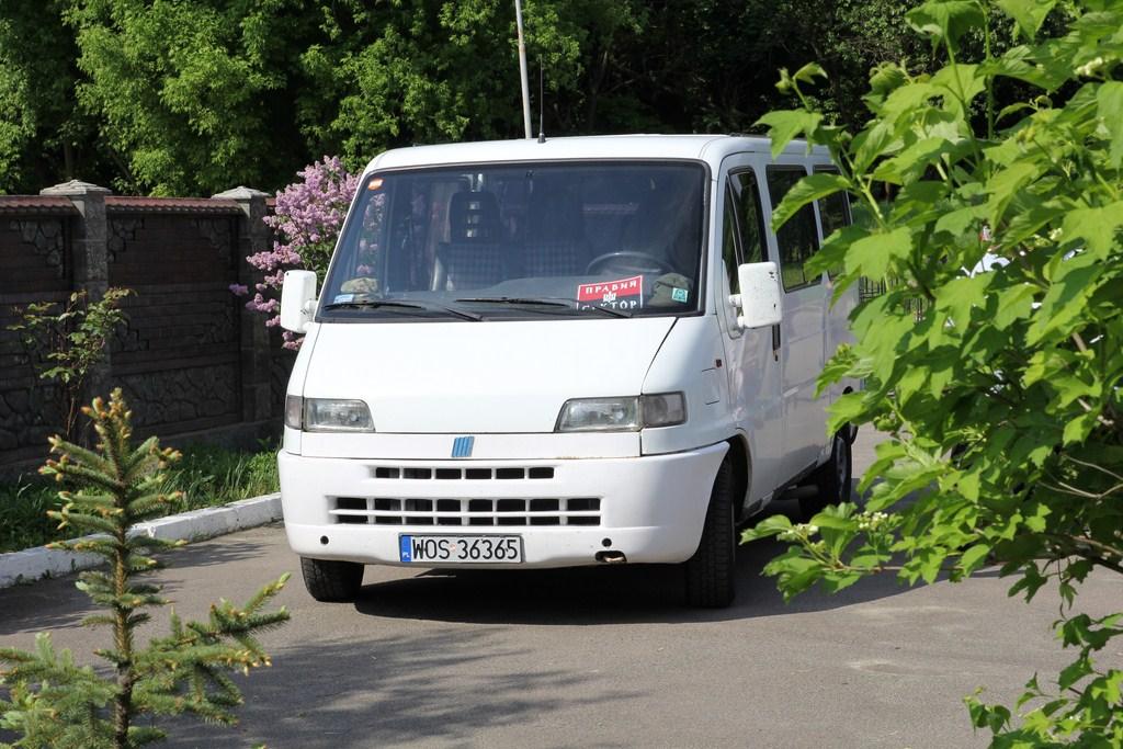 Наша парафія пожертвувала мікроавтобус для потреб воїнів в зоні АТО