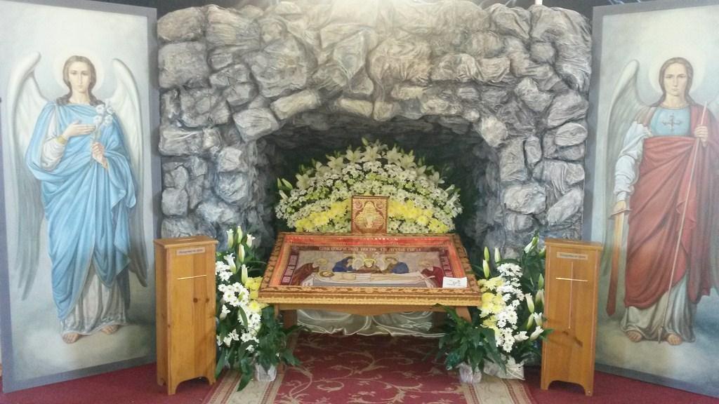 У Страсну п'ятницю у нашому храмі  було виставлено Плащаницю.