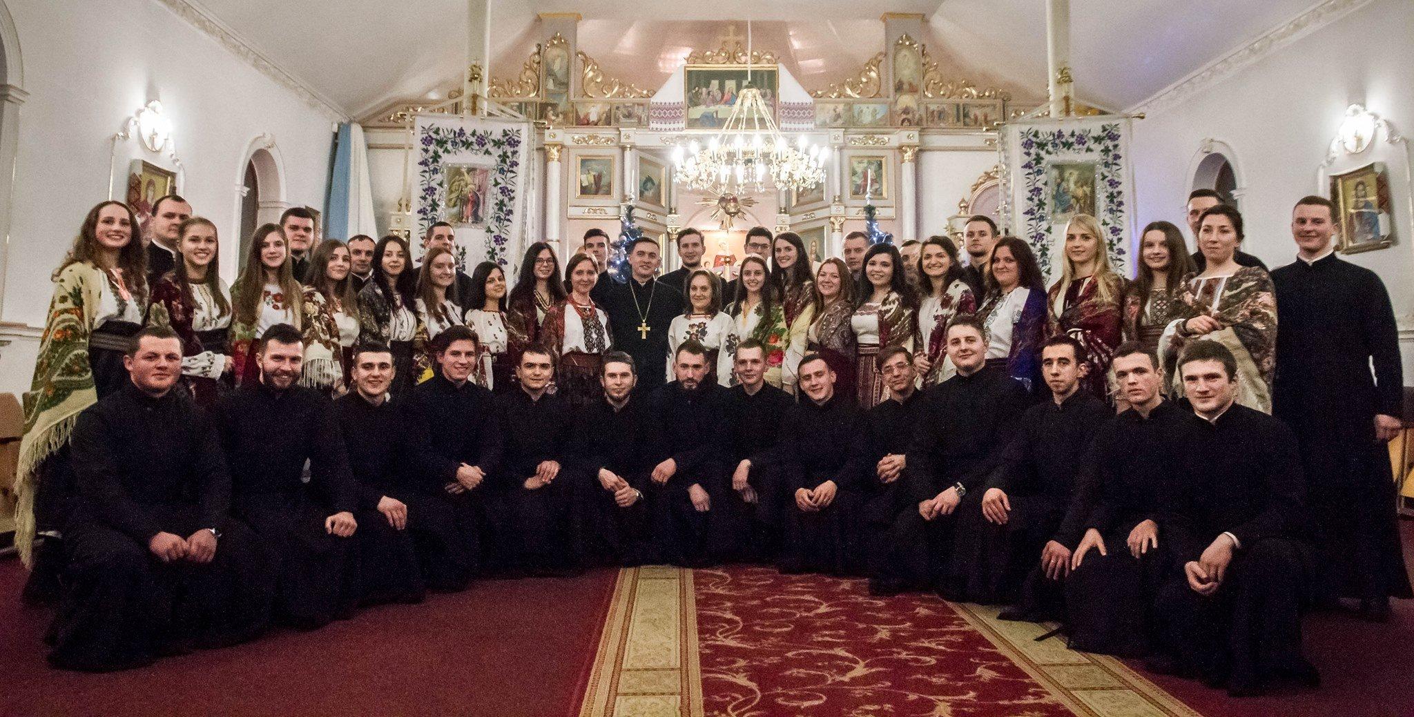 """""""Станьте хором, всі собором, веселітеся яко з нами Бог!»"""